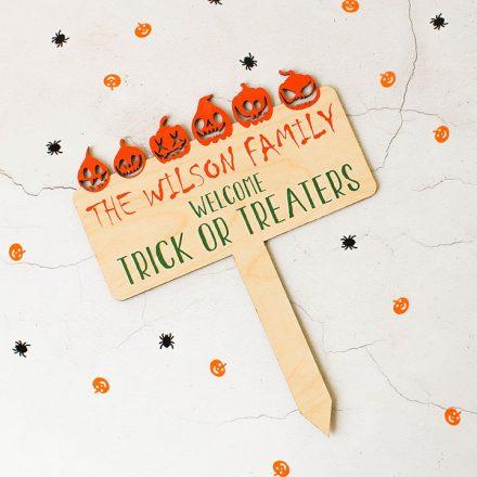 Personalised Halloween Trick Or Treat Sign HNRFPSI001UV