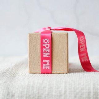 Giftwrap Ribbon, Open Me, 15mm RFPRI008